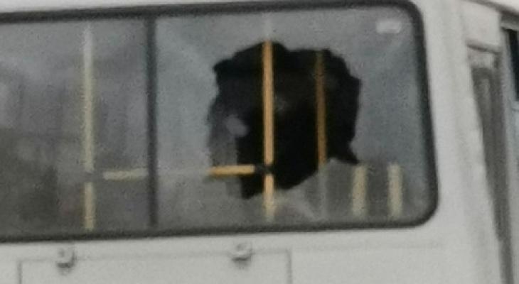 В Коми неизвестные обстреляли пассажирский автобус