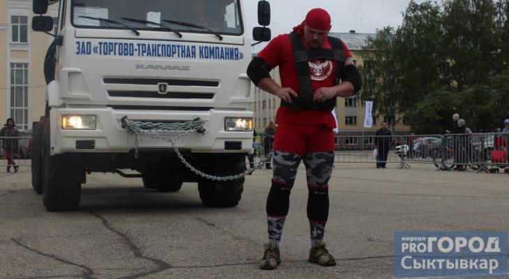 На главной площади Сыктывкара силачи тягали 9-тонные грузовики (фото, видео)