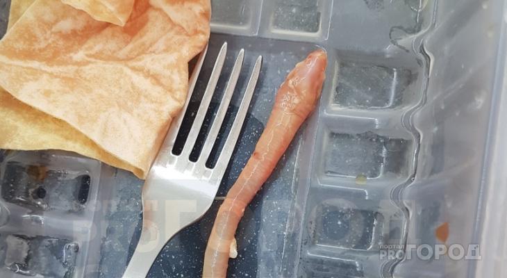 Сыктывкарка купила мясо с огромным червем (фото)