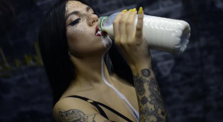 Сыктывкарка сняла сексуальное видео с молоком на песню Бузовой