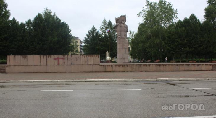 В Сыктывкаре разыскивают вандалов, которые «разукрасили» Стефановскую площадь