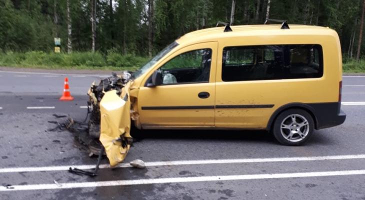 На трассе в Коми водитель «опеля» влетел в многотонный грузовик (фото)