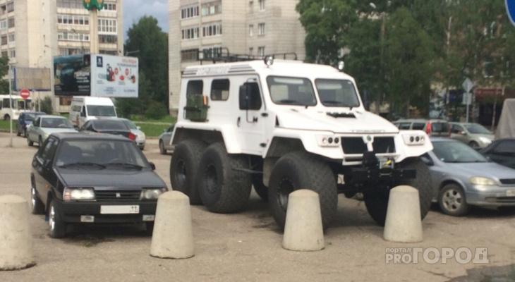 На улицах Сыктывкара заметили диковинное шестиколесное авто