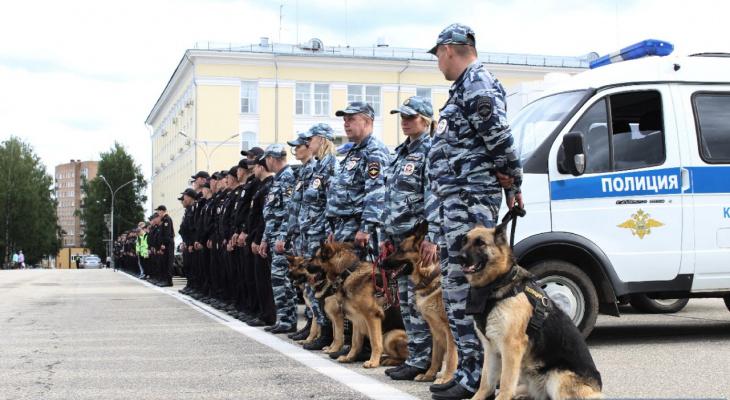 «От вас зависит безопасность всех нас»: в Сыктывкаре поздравили лучших полицейских Коми (фото)
