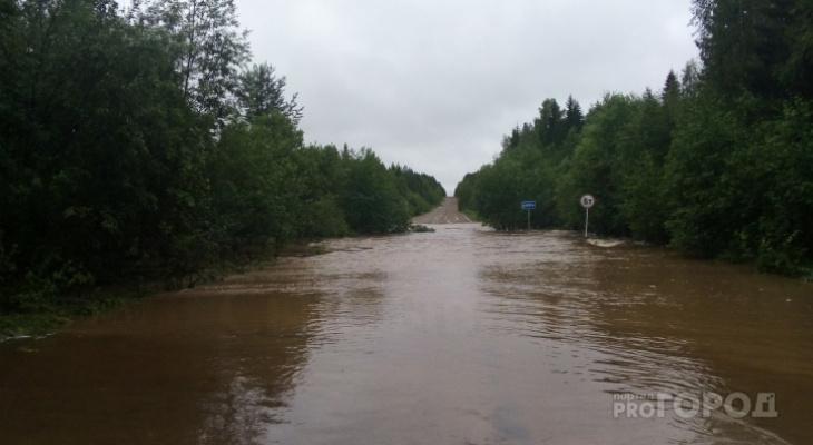 Дорогу, которую смыло после жуткого шторма на востоке Коми, восстановят