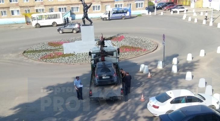 В ГИБДД рассказали, почему возле сыктывкарского аэропорта весь день эвакуируют машины