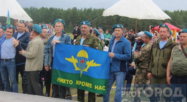 На День ВДВ сыктывкарские десантники тянули КамАЗ, метали ножи и вспоминали истории со службы
