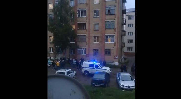 В Коми неизвестные «заминировали» пятиэтажный дом (видео)