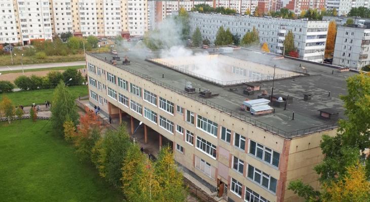 В Сыктывкаре загорелось здание школы