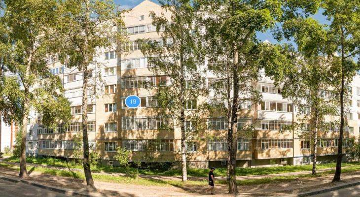 В Сыктывкаре из окна многоэтажки на Сысольском шоссе выпал человек