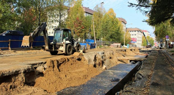 В Сыктывкаре закончили ремонт труб на Первомайской: дорогу уже ремонтируют
