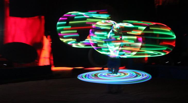 Лилипуты, световое шоу и гигантский верблюд: фоторепортаж из цирка в Сыктывкаре