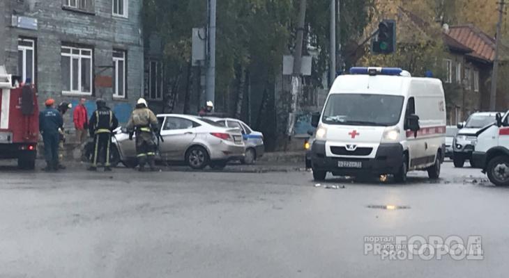 В центре Сыктывкара столкнулись «скорая» и «Солярис», есть пострадавшие (фото)