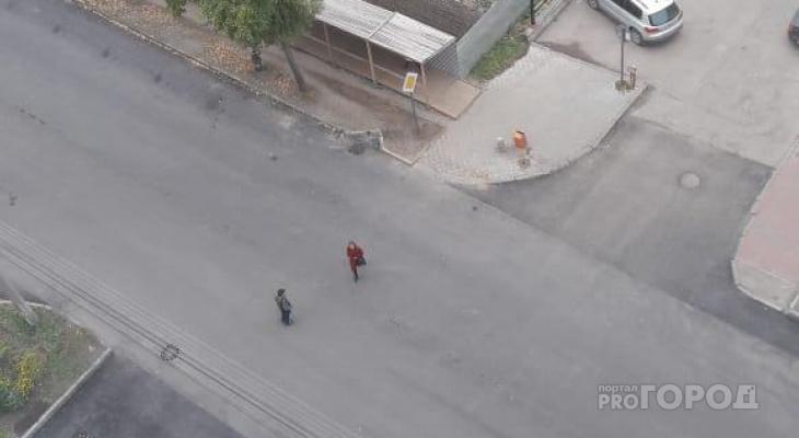 В Сыктывкаре исчез пешеходный переход: дети кидаются под машины