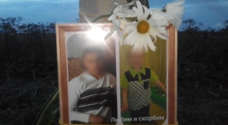 Люди несут цветы к месту страшной аварии, где погибли сыктывкарец и его сын