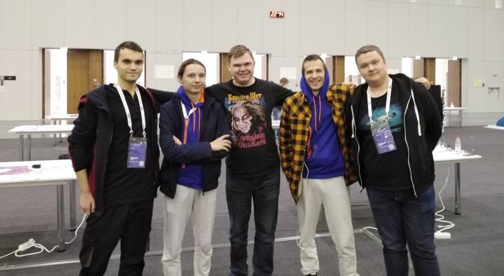 «Не спали 48 часов»: сыктывкарцы стали финалистами крупнейшего в мире конкурса программистов
