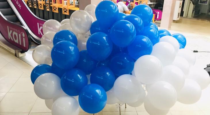 Фонтан, подсветка и надпись: 6 идей как превратить обычный воздушный шар в украшение праздника