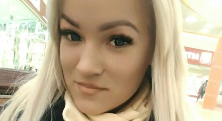 В Сыктывкаре похоронили девушку, которая погибла при странных обстоятельствах в Питере