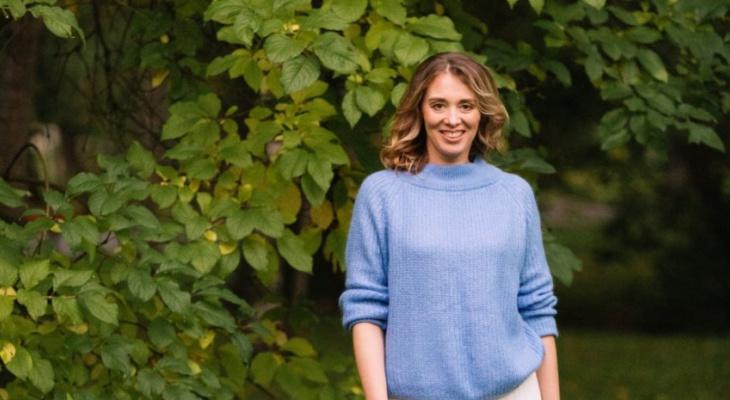 В конкурсе «Мисс октябрь» сыктывкарка в струящейся юбке рассказала об осени