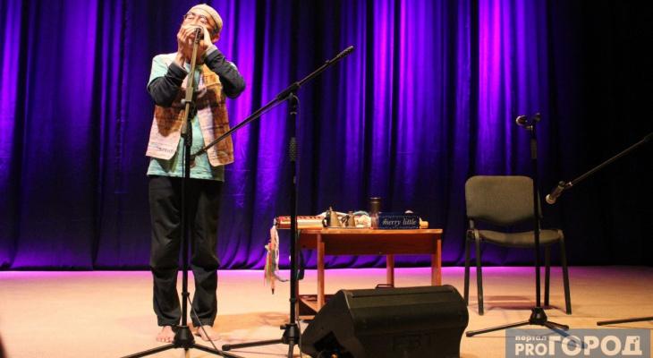 Японский музыкант босиком сыграл для сыктывкарцев на трубе от кондиционера (фото, видео)