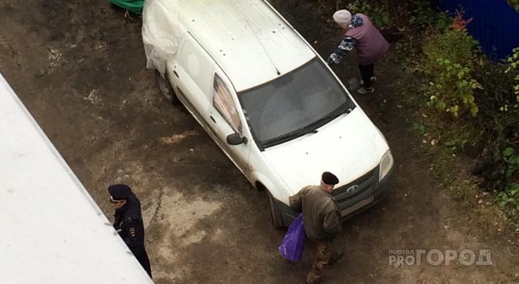 Ночью в Сыктывкаре горели две машины: очевидцы утверждают, что это был поджог