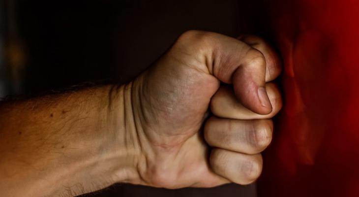 «Руки были в крови по локоть»: сыктывкарку и ее мужа избила толпа подростков