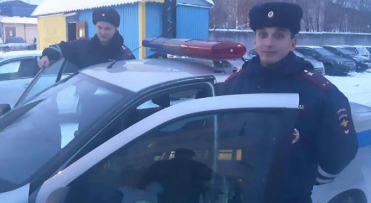 В Сыктывкаре полицейские помогли отцу спасти годовалого ребенка