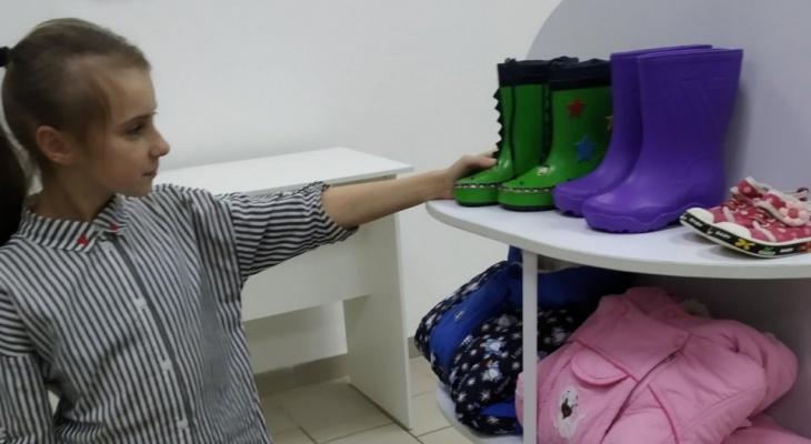 Детские вещи даром: в Сыктывкаре открылся бесплатный «магазин»