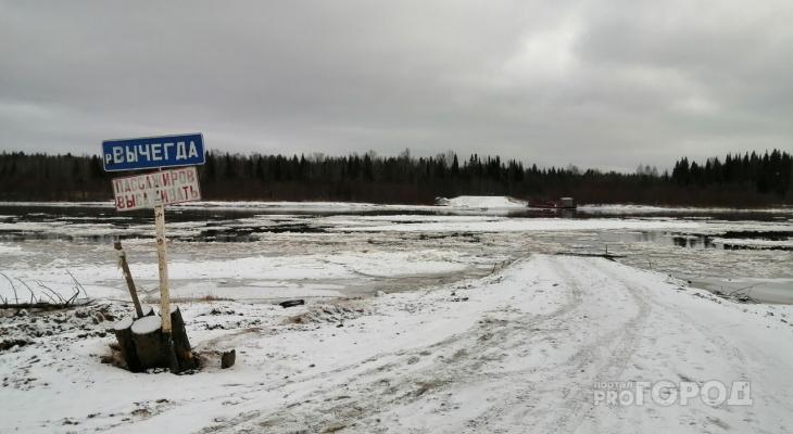 На переправе в Сыктывкаре утонула машина с людьми