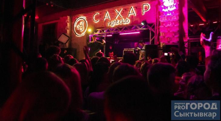 Сыктывкарцы три часа стояли в очереди, чтобы попасть на концерт Mnogoznaal (фото)