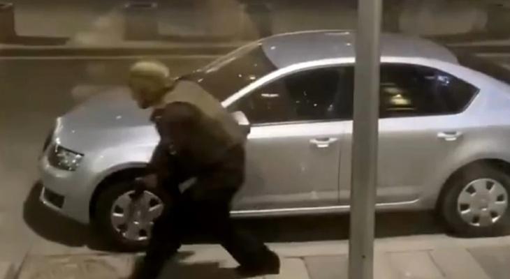 В Москве неизвестный начал стрельбу у здания ФСБ: два человека погибли (видео)