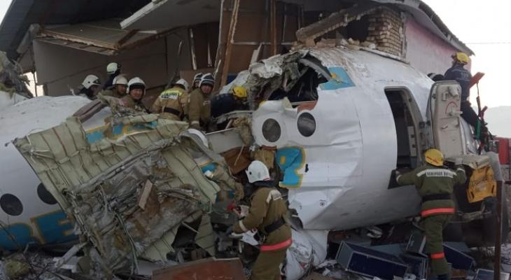 В Алма-Аты рухнул пассажирский авиалайнер: погибли 14 человек