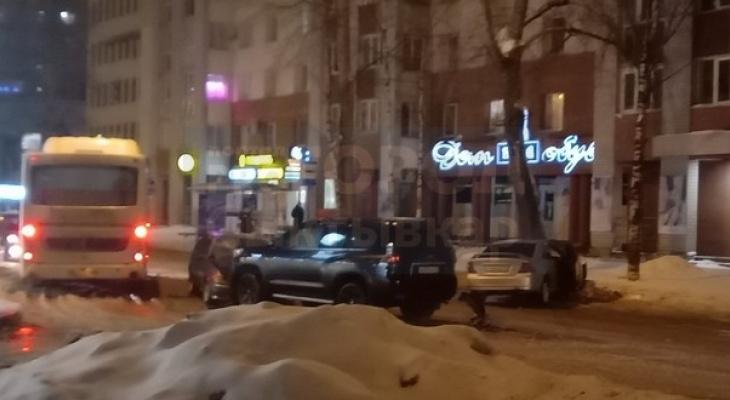 В центре Сыктывкара произошло тройное ДТП (фото)