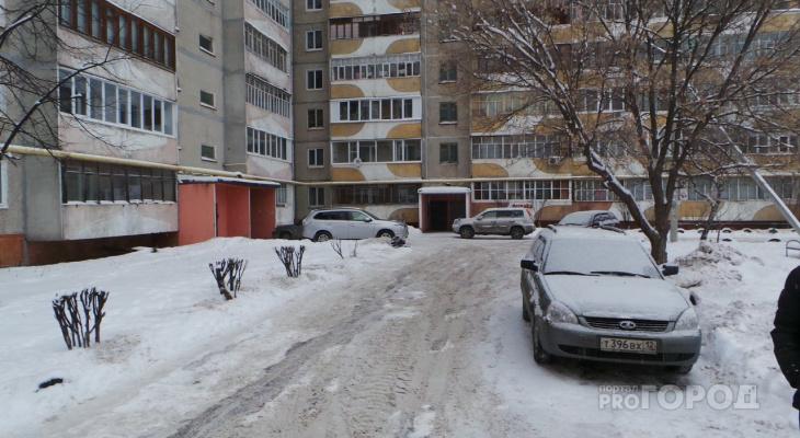 В России запретили парковать во дворах такси и грузовики