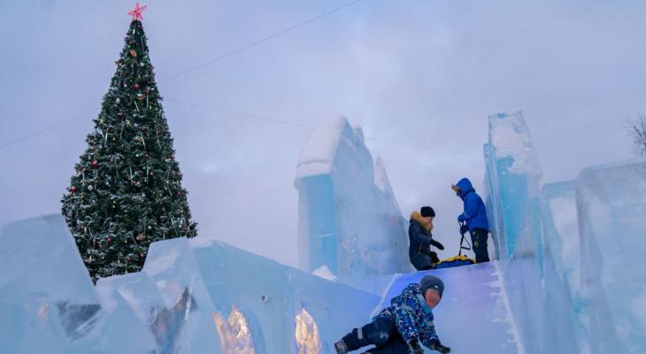 Жители Коми ополчились на новогоднюю елку с ослепительной гирляндой