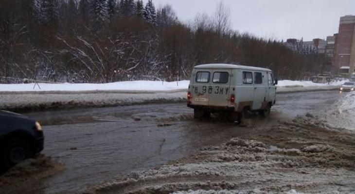 Одна из улиц Сыктывкара оказалась под водой посреди зимы