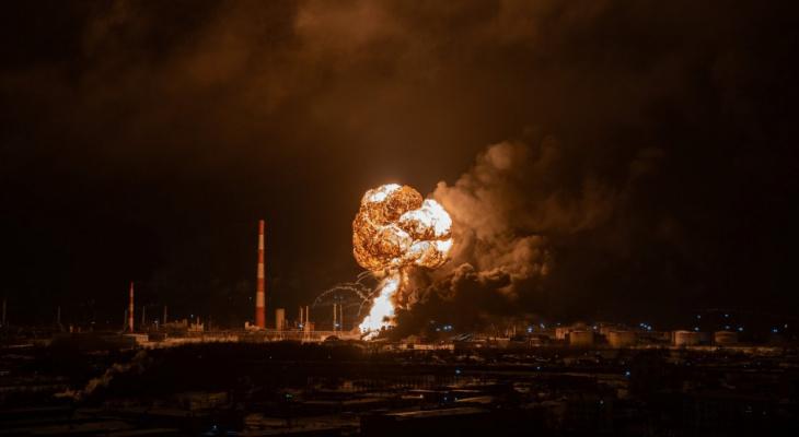 «Жар был даже через окна»: жители Коми рассказали о пожаре на нефтезаводе в Ухте
