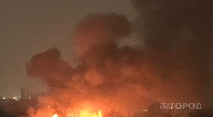 В полночь в Сыктывкаре произошел мощный пожар (видео)