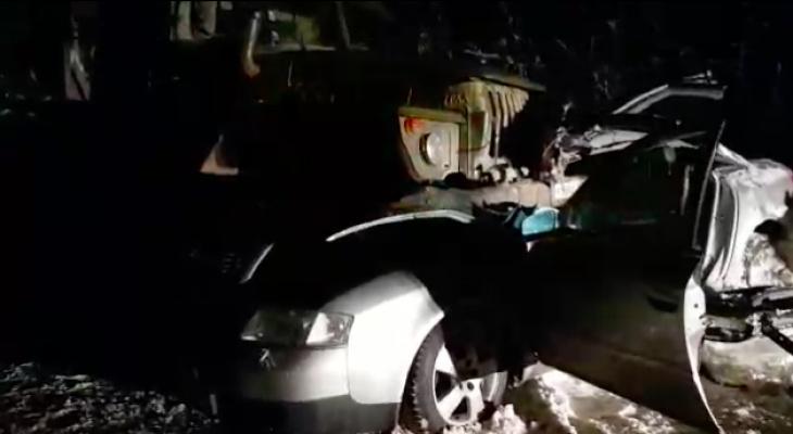 В Коми столкнулись «Урал» и «Ауди»: погибла девушка (видео)