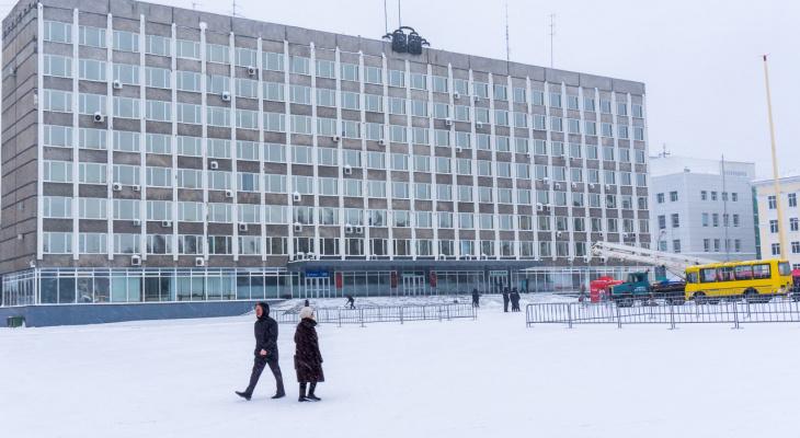 В Сыктывкаре треснуло здание на главной площади города