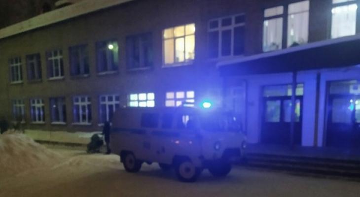 В Сыктывкаре школьник угрожал расправой директору