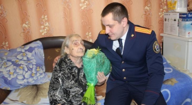Следователи Коми подарили ветерану войны холодильник