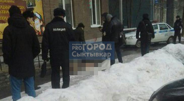 Сыктывкарцы: «Из окна многоэтажки выпал мужчина»