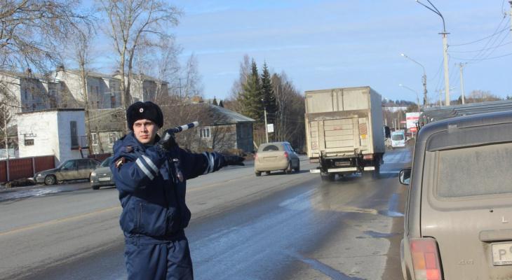 На рейде ГИБДД полицейские заставили сыктывкарцев снять тонировку (фото)