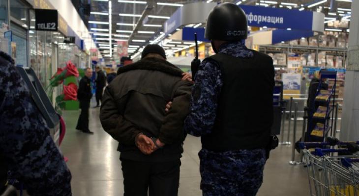 В Сыктывкаре задержали парня, который украл 7 килограммов сыра