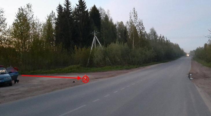В Сыктывкаре двое мужчин катались на мотоцикле без шлемов и попали в жесткое ДТП