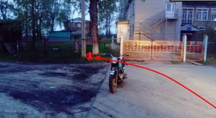 В Коми молодой парень влетел на мотоцикле в забор детсада (фото)