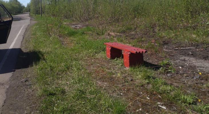 По просьбе 70-летней бабушки из Коми, записка которой разлетелась по Сети, все-таки установили скамейку
