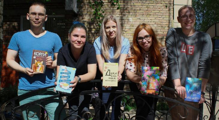 Топ 5 книг-новинок для хорошего настроения, которые рекомендуют сотрудники сыктывкарской библиотеки