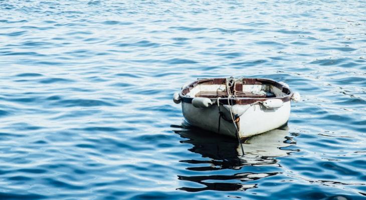 В Коми трое мужчин перевернулись на лодке, один погиб